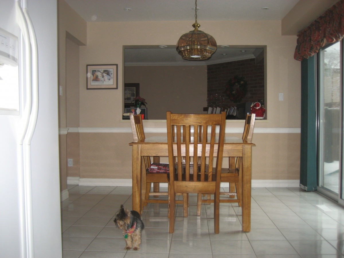 Kitchen eating area, with pass through to the family room